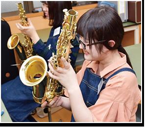 日本一の管楽器リペア工房を目指しその職員育成にも精通した授業内容